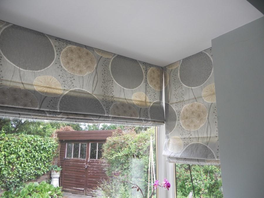 February 2015 curtaingirldotcom for Roman shades for bay window