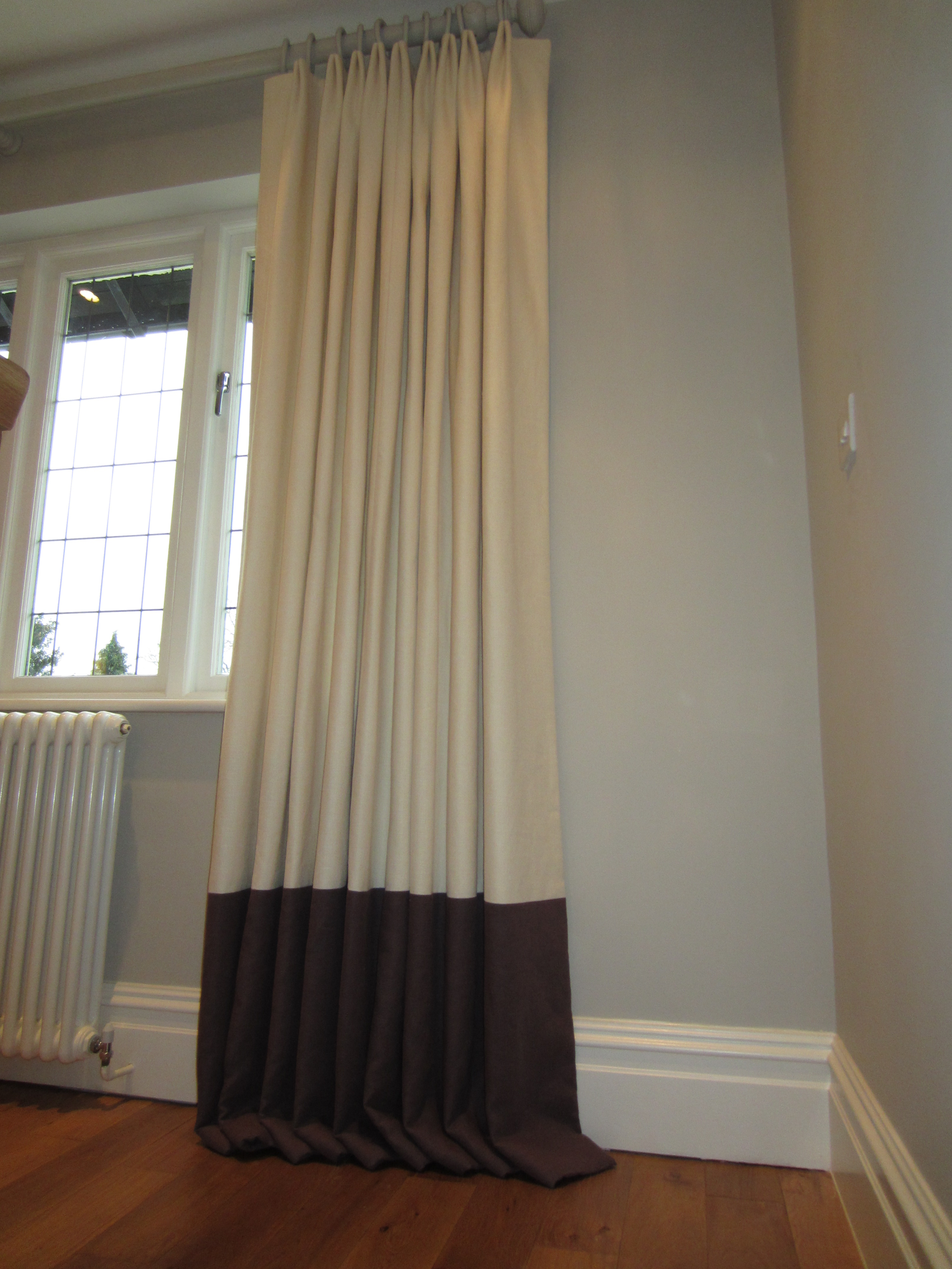 Full Length Curtains Should Either Skim The Floor, Be 1/4u2033 Off, Kick 3 / 6  Inches Onto The Floor Or Pool 10u2033 And Over.