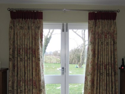 close-up-floral-curtains